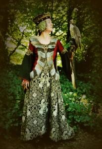 Mittelalterkleid Teufelsfenster aus MA0700-25 Wollbrokat Almerlin