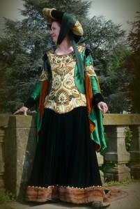 Mittelalterkleid Teufelsfenster aus MA0600-28 Wollbrokat Almerlin