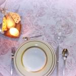 Tischdecke echter Damast Blüten weiss-dunkelrot