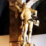 Erzengel Michael besiegt Luzifer - Statue auf dem Mont St. Michel